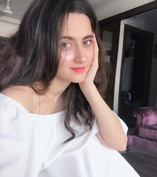 sanjeeda sheikh hot and sexy selfie