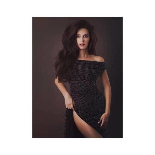sexy Katrina Kaif's sister Isabelle Kaif hot pose