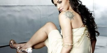 "Esha Deol has symbol of ""Om"" on the left side"