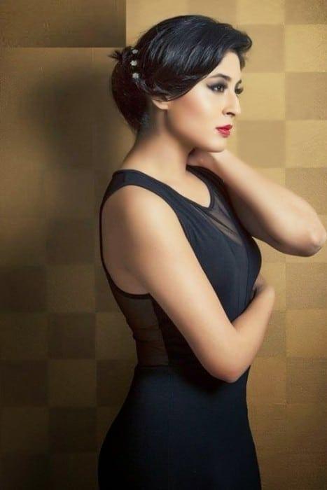 kritika kamra hot pics in black dress