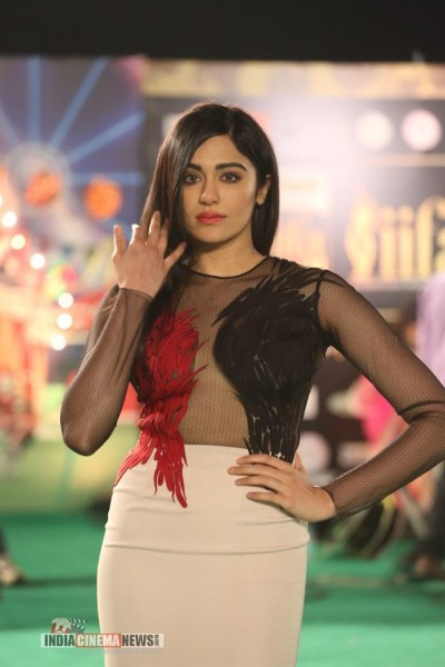 Adah-Sharma boobs show