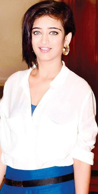 Akshara Haasan Images in white shirt