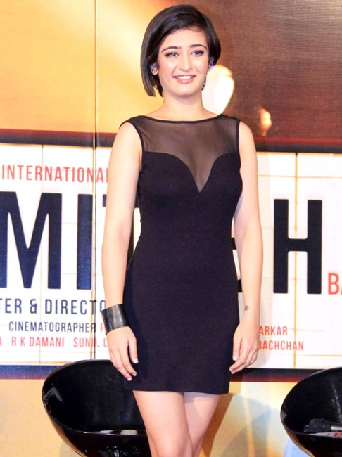 Akshara Haasan Photo in bleck dress