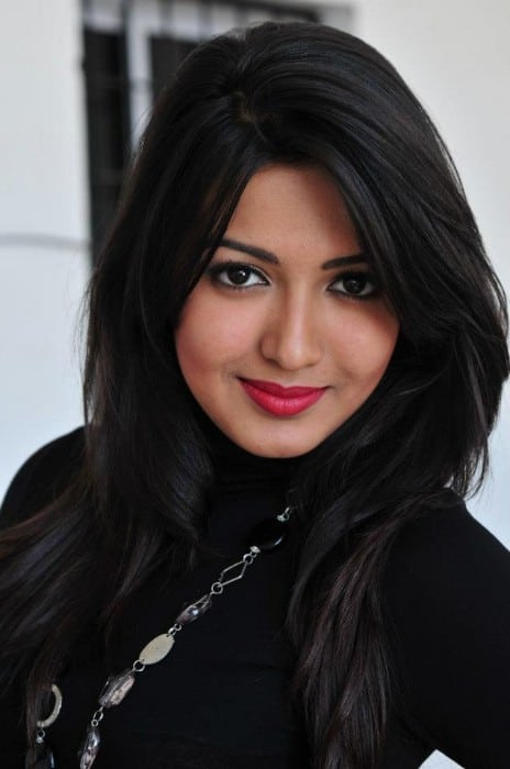 Catherine Tresa hot & cute face look