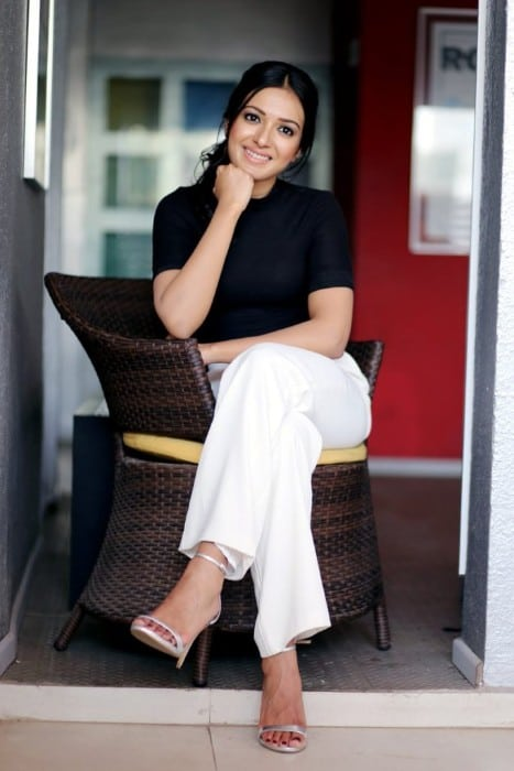Catherine Tresa hot in white jenes