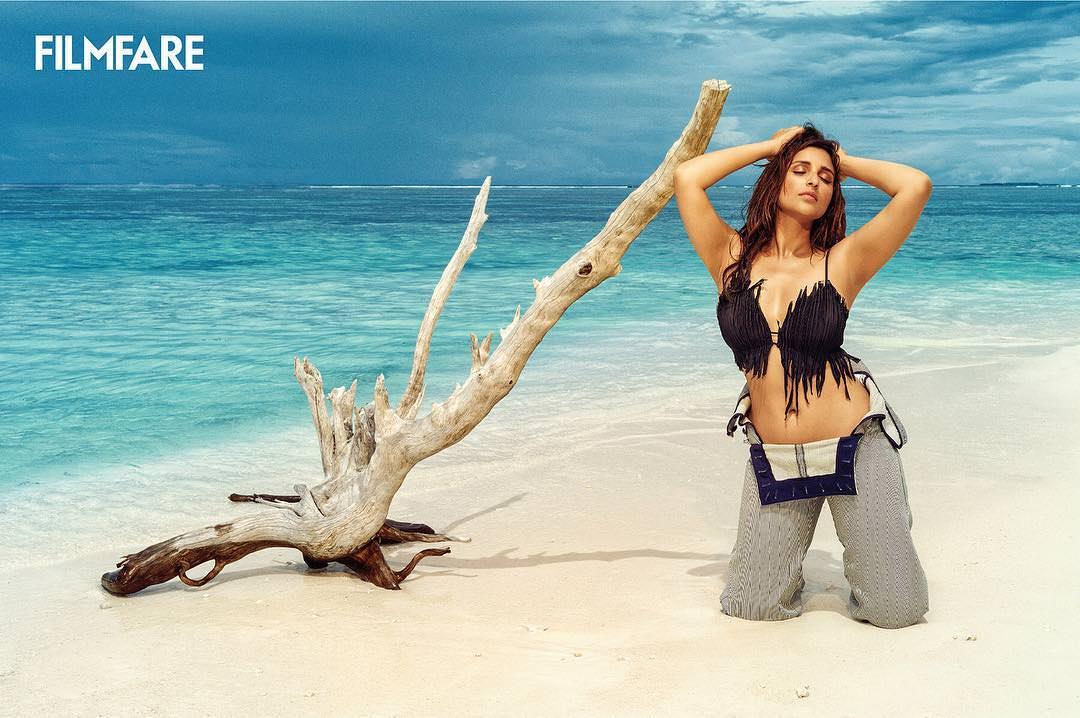 Parineeti Chopra sexy boobs show picture