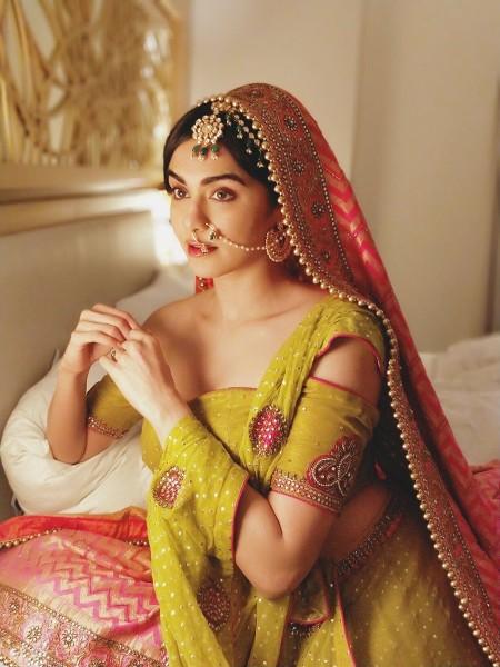 adah sharma hot latest saree look