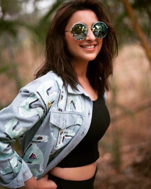parineeti chopra hot photo shwing strechemarks on instagram