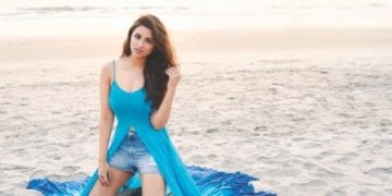 parineeti chopra hot pic in blue dress for magazine