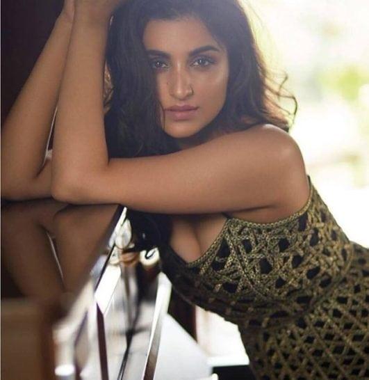 parineeti chopra hot pics showing sexy clevage
