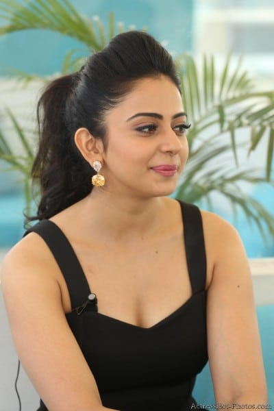 rakul preet singh hot photo showing sexy boobs
