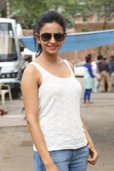 rakul preet singh sexy look in wite top