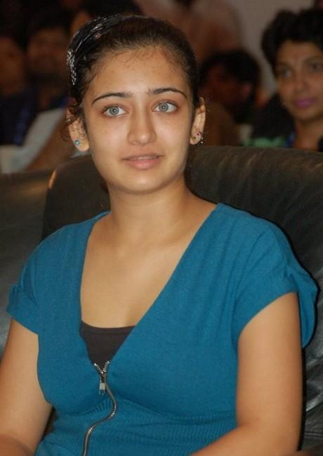 shruti hassan sister Akshara Haasan hot pics