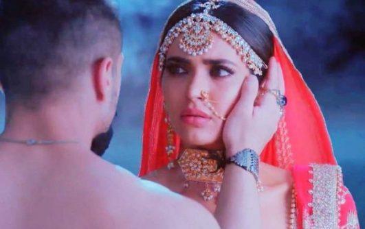 Sanju song Mujhe Chaand Pe Le Chalo Karishma Tanna with Ranbir Kapoor