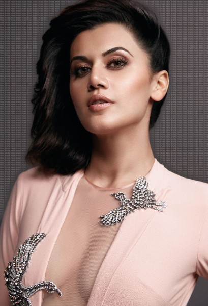 Taapsee Pannu boobs show pic