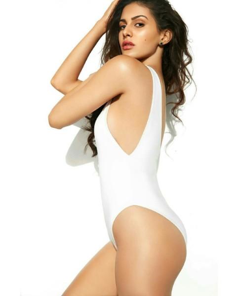 amyra dastur bikini hot pic