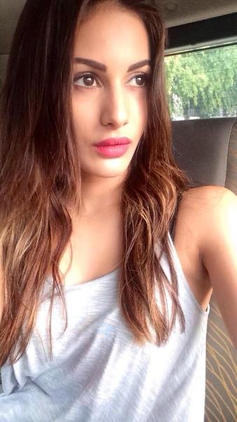 amyra dastur hot instagram image