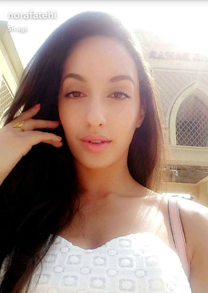 baahubali actress nora fatehi sexy selfie