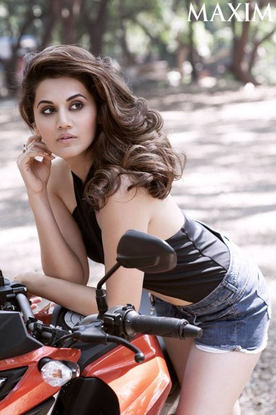 topless pics of bollywood actress Taapsee Pannu hot