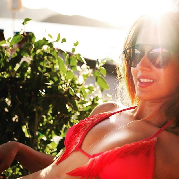 Ileana bikini boobs show pic