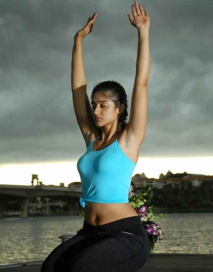 Ileana hot ass show while doing yoga