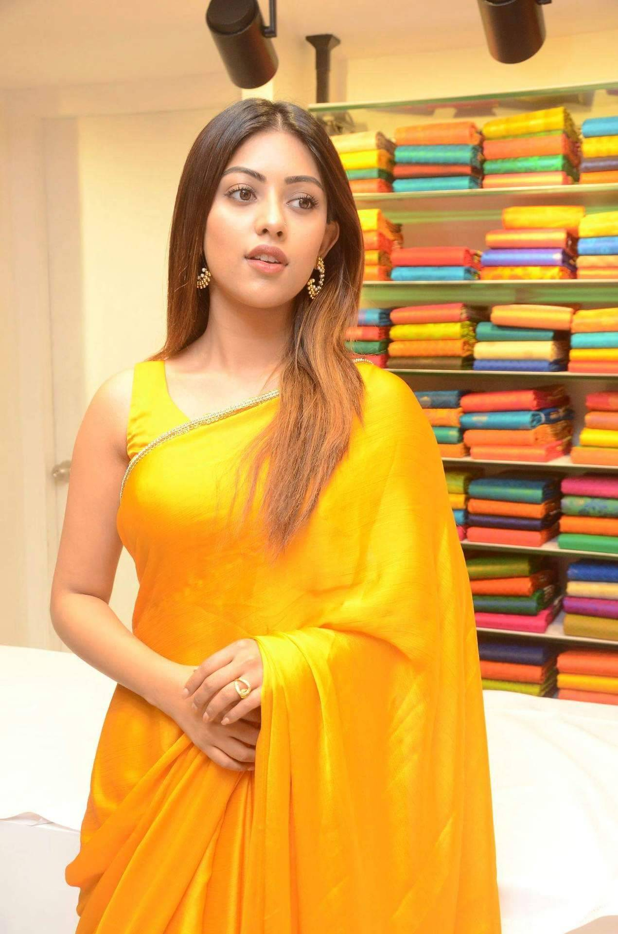 anu emmanuel hot in yellow saree