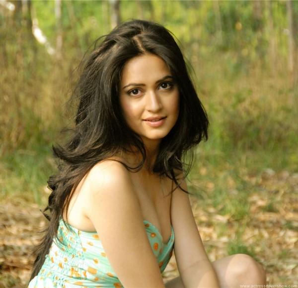Kirti Kharbanda hot,Kirti Kharbandabikini images,Kirti Kharbanda nude, Kirti Kharbanda sexy photos