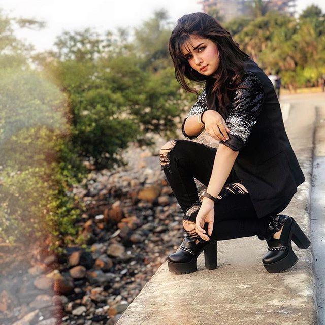 Avneet Kaur instagram, Avneet Kaur hot pics, Avneet Kaur sexy, Avneet Kaur aladdin actress, Avneet Kaur tictoc,