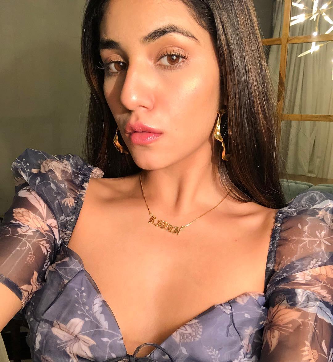 Radhika Seth hot, Radhika Seth nude, Radhika Seth instagram, radhika sethi exy bikini pics, radhika instagram hot, radhika seth age