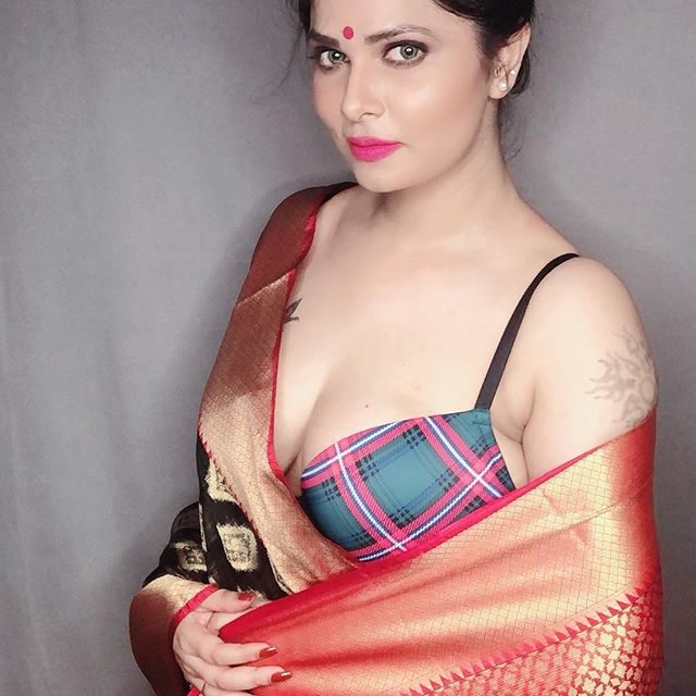 Aabha Paul instagram hot model sexy near-nude pose pics and images