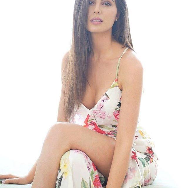 Elnaaz Norouzi model instagram hot photos bikini pics