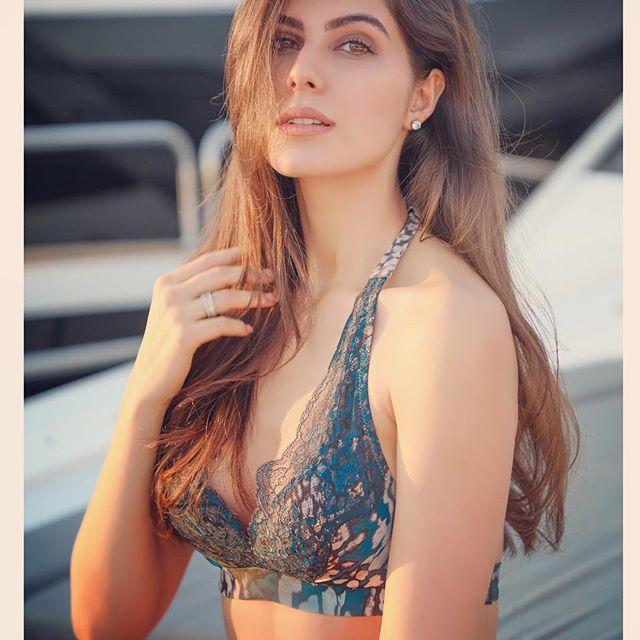 Elnaaz Norouzi model instagram hot photos bikini pics (