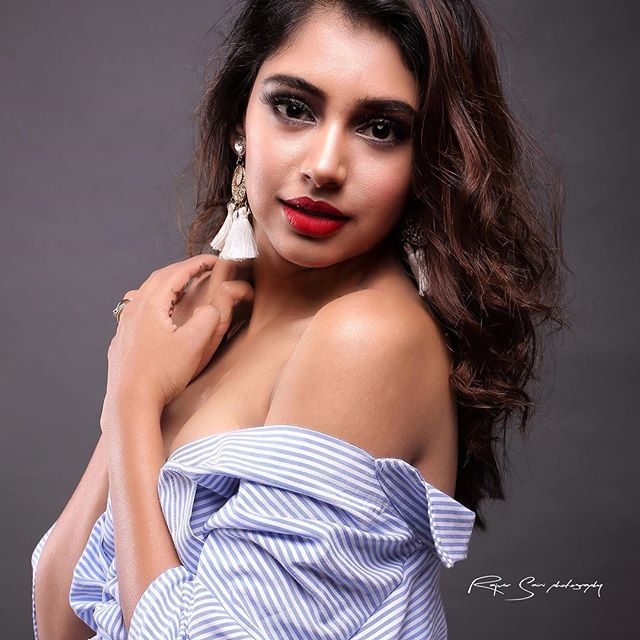 Niti Taylor hot actress of Kaisi Yeh Yaariaan sexy bikini instagram pics