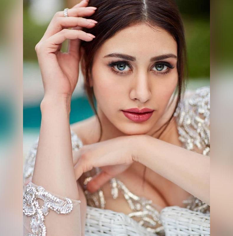 loveratri actress warina hussain instagram hot pics sexy bikini images