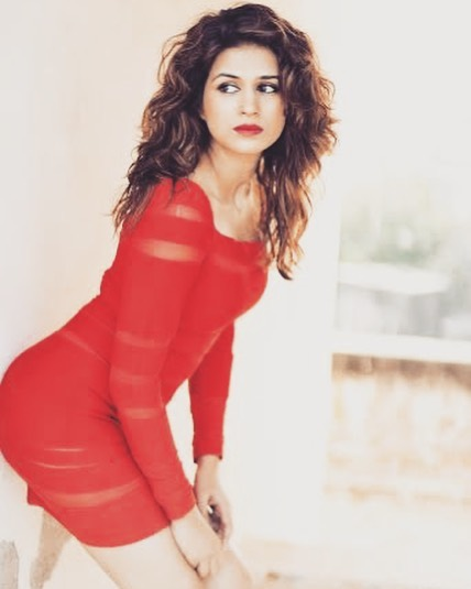 zid actress Shraddha das instagram hot photos sexy bikini pics