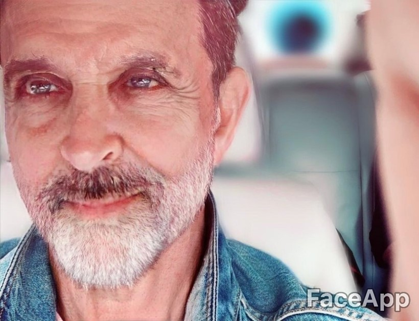 Bollywood Celebrities hrithik roshan faceapp old photos