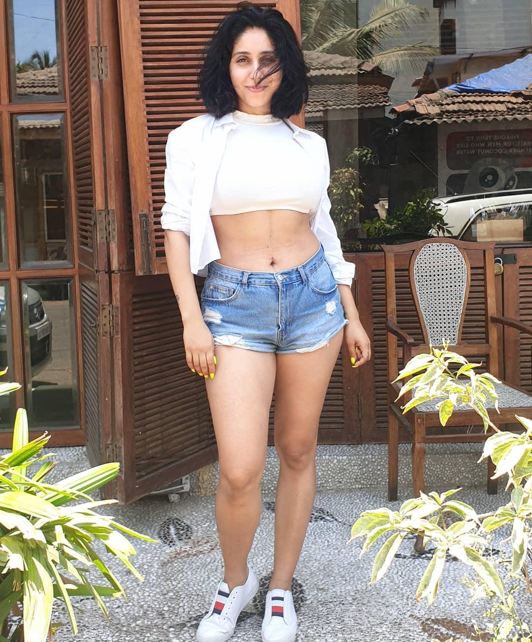 singer Neha Bhasin hot photos sexy instagram bikini pics