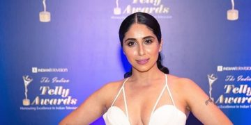 singer Neha Bhasin hot photos sexy instagram bikini pics