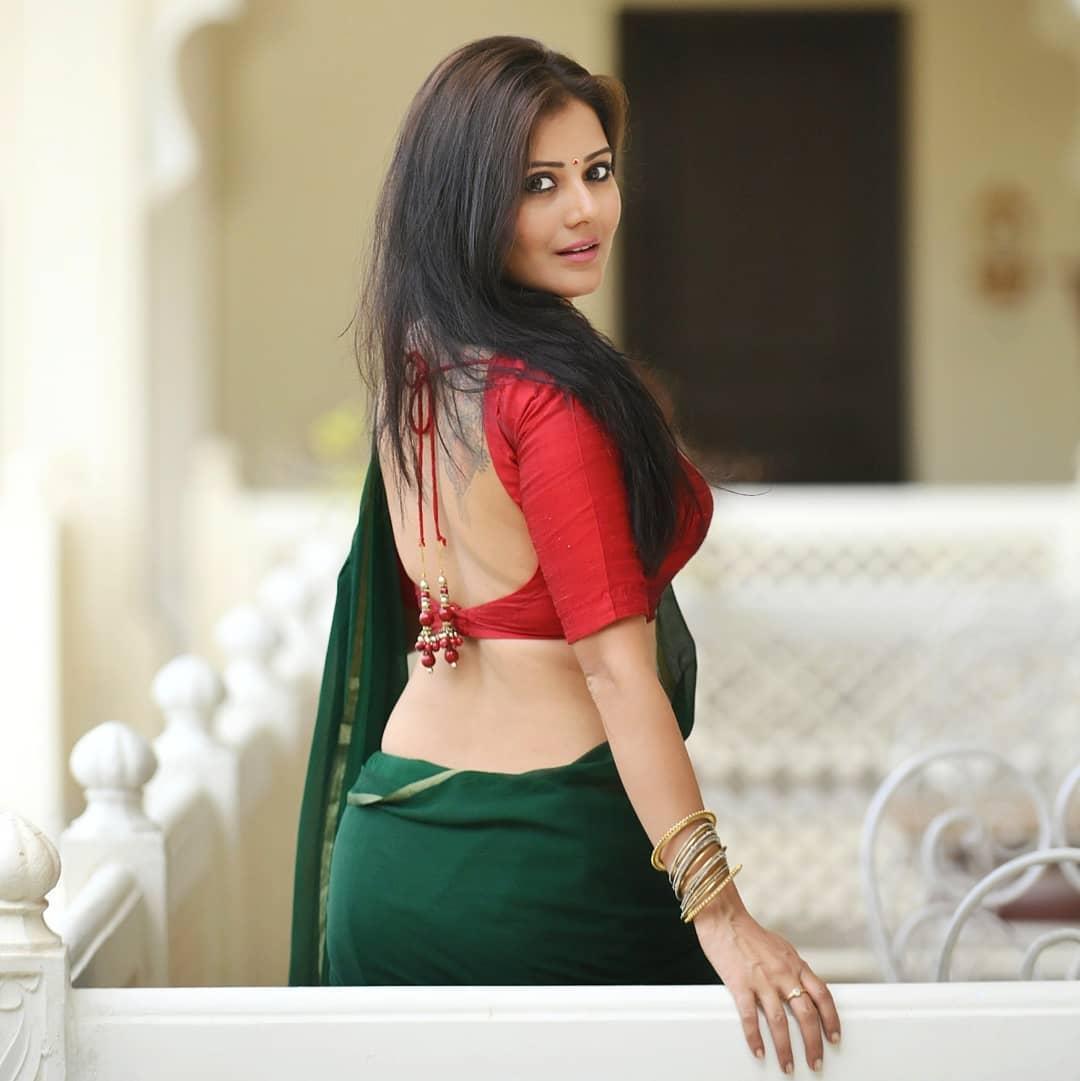 Archanna Guptaa hottest photos sexy instagram saree and bikini pics (