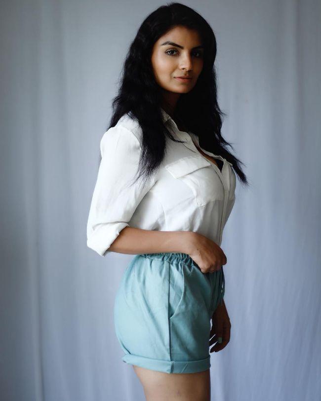 Anveshi Jain hot photos sexy instagram bikini pics