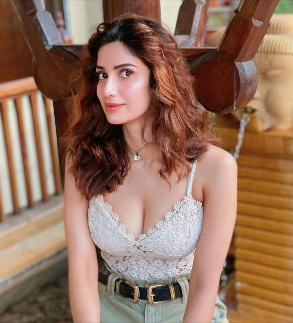 Diksha Singh hot photos sexy instagram bikini pic