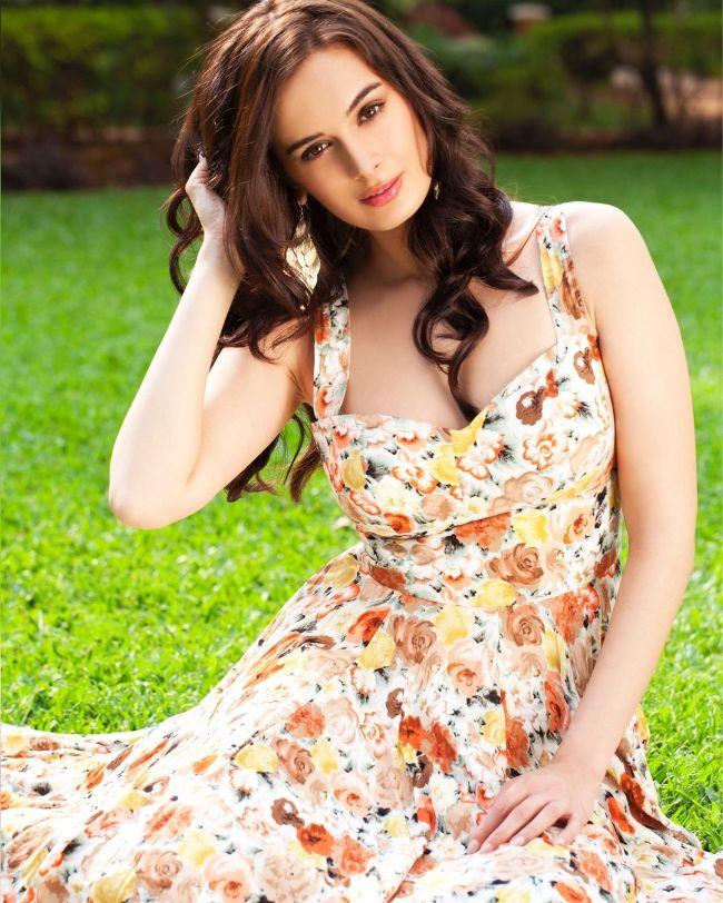 Evelyn Sharma hot actress Yeh Jawaani Hai Deewani and Yaarian sexy instagram bikini pics